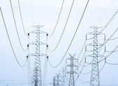 高電圧電力線ダブルトーンとして処理 — ストック写真
