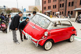 People attends Yokohama Historic Car Day — Stock Photo