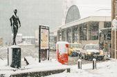 Taksówki czekać podczas burzy śnieżnej — Zdjęcie stockowe