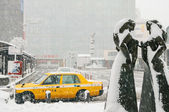 Taxi waits during snow storm — Stock Photo