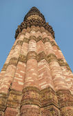Qutub Minar in center — Stock Photo