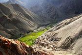 Villaggio runback, vista dalla cima della montagna, gamma ladakh, india del nord — Foto Stock