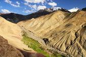 Valle runback, vista dalla cima della montagna, gamma di ladakh, northe — Foto Stock