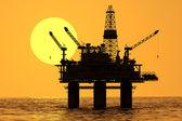 Plate-forme pétrolière sur mer. — Photo