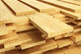 Pilha de pranchas de madeira — Foto Stock