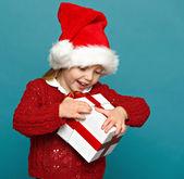 Little girl holding gift box — Stock Photo