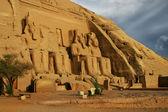 Abu simbel, egitto. antico faraone egiziano ramses 2 ° — Foto Stock