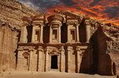 在佩特拉,约旦的修道院的外观 — 图库照片