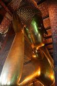 The Big golden Reclining Buddha — 图库照片