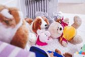 インテリアお部屋での動物のぬいぐるみ — ストック写真