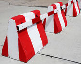 Safety concrete barrier — Stock Photo