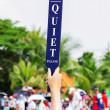 Quiet sign in golf tournament — Stock Photo