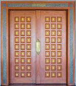 Porte de sculpture sur bois elegance — Photo