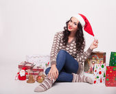 Счастливая девушка с подарками — Стоковое фото
