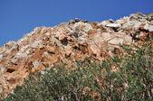 красные скалы на острове. — Стоковое фото