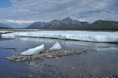 De permanente ijsvelden in de tideway van de rivier de yakut. — Stockfoto