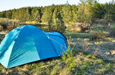 Camping tent on the river Bank. — Stock fotografie