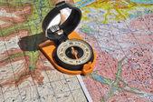 Mapy a kompas. — Stockfoto