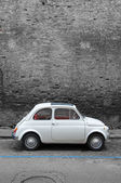 A Fiat 500  on the street of Pisa — Stock Photo