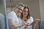 Portrait of a couple smiling at home — Stockfoto