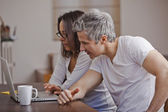 Couple using a laptop at home — Foto Stock