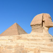 Great Sphinx of Giza with Great Pyramid. — Stock Photo