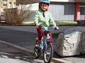 Niño en bicicleta — Foto de Stock