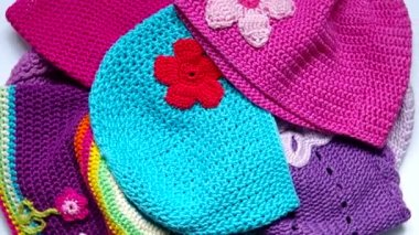Girl's colorful crocheted hats — Stock Video