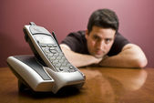 Man looks at the phone. Waiting — Stock Photo
