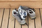 Kupie buty małe i duże — Zdjęcie stockowe