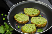 Pea and mint bruschetta — Stock Photo