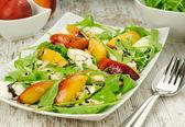 Salad with peach, mozzarella and rocket — Stock Photo