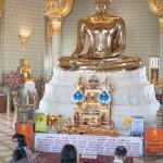 Golden Sitting Buddha in Wat Traimit — Stock Photo