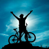 Silhouette of a man with hands to the sky. Active healthy outdoor lifestyle concept — Stock Photo