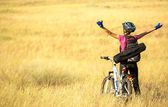 Happy cyclist woman enjoy her travel with outstreched arms — Stock Photo