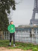 Woman runner running outdoors — ストック写真