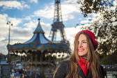 Woman and Eiffel tower — Stock Photo