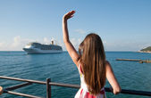 Vacationing Woman waiting for cruise liner — Stock Photo