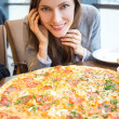 Young woman eating pizza — Stock Photo