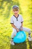 Little kid playing outdoors — Zdjęcie stockowe
