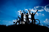 Family enjoying bike ride outdoors — Stock Photo