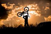 Ragazzo con la bicicletta — Foto Stock