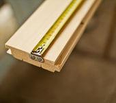 Prancha de madeira e fita métrica — Foto Stock