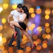 Giovane coppia danza — Foto Stock