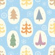 Colorful seamless pattern with Christmas trees and snowflakes — Imagen vectorial