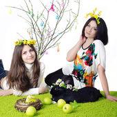 Dívka s matkou a králík — Stock fotografie