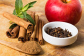Cinnamon, allspice and apple — Stock Photo