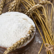 Flour in wooden bowl on table — Stockfoto