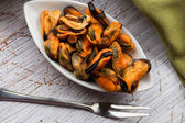 Mussels in bowl — Stock Photo