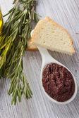 Tapenade. apéritif des olives. — Photo
